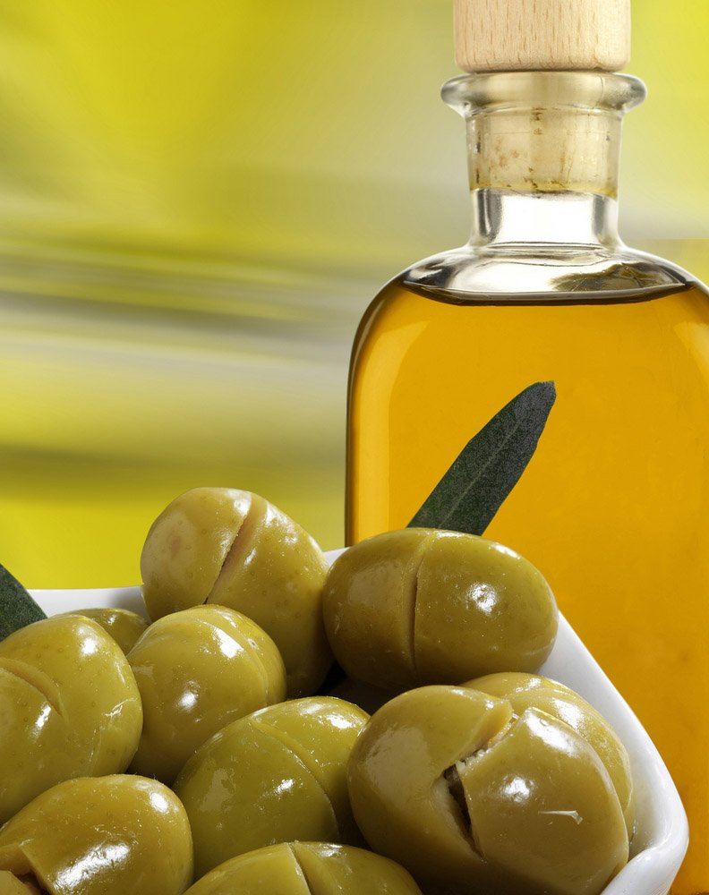 heart_healthy_secrets_olive_oil_v-708152.jpg